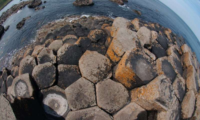 New insight into how Giants Causeway and Devils Postpile were formed