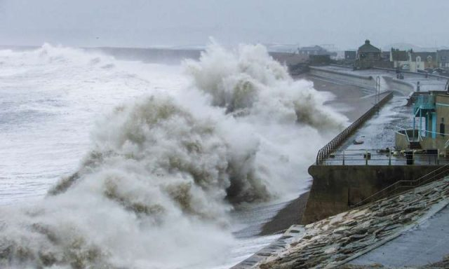 Winter wave heights and extreme storms on the rise in Western Europe