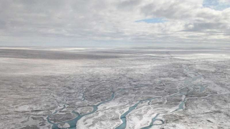 cropped Researchers discover more than 50 lakes beneath the Greenland Ice Sheet
