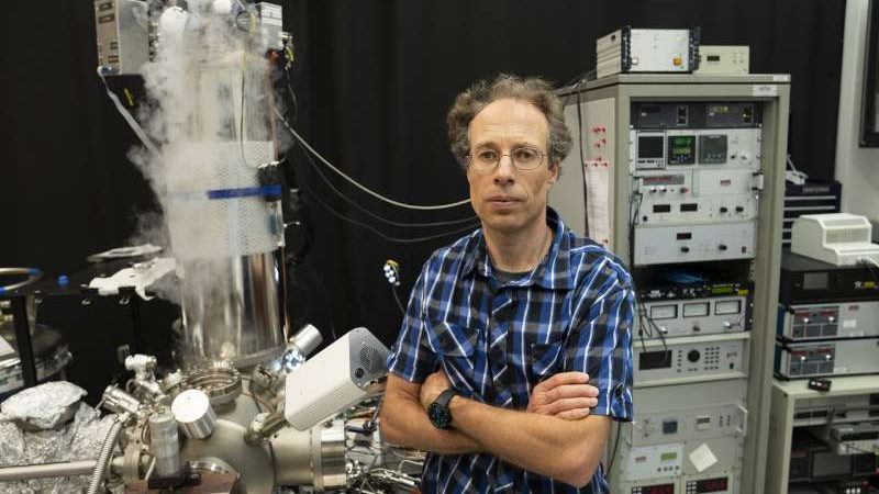 cropped Imaging the chemical structure of individual molecules atom by atom