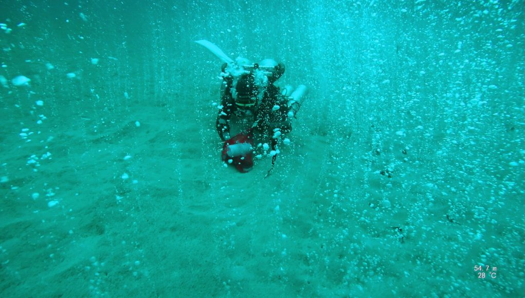 Deep diving scientists discover bubbling CO2 hotspot scaled
