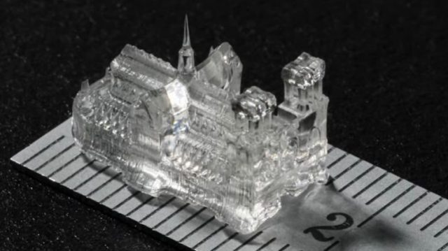 Printing tiny high precision objects in a matter of seconds