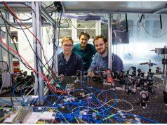 Quantum entangled light from a vibrating membrane