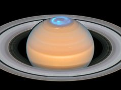 What makes Saturns atmosphere so hot