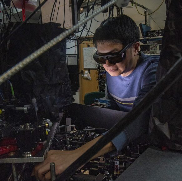 Researchers build hybrid quantum system by entangling molecule with atom 1