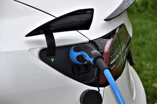 New study shows converting to electric vehicles alone wont meet climate targets