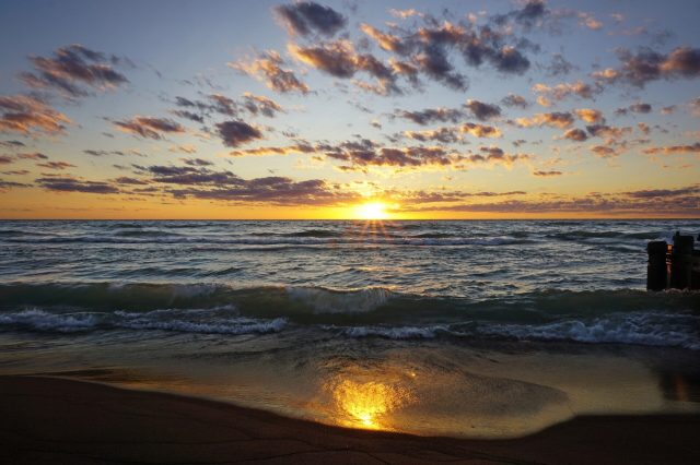 Study shows water hundreds of feet below the surface of Lake Michigan is warming